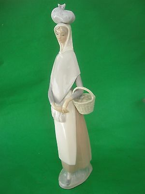 Lladro 'Marketing Day' Porcelain Figurine Girl with Basket of Eggs #4502 Excell.