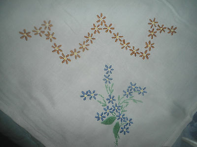 """Very Pretty White Hand Embroidered Tablecloth 32""""  X 30,5"""""""