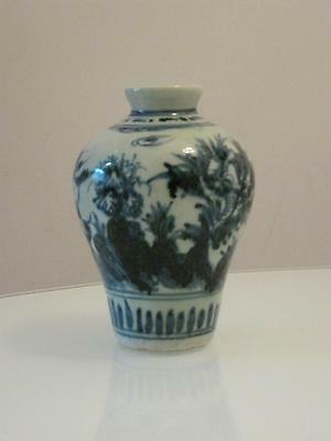 19th CENTURY CHINESE BLUE & WHITE PORCELAIN  VASE