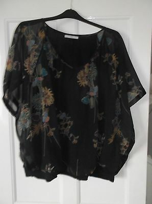 ladies Beautiful top. Black flowered patterned top, size 24   VGC