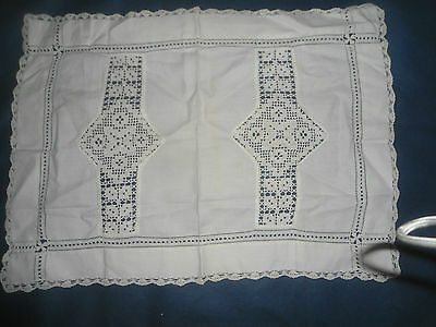 "A Very Pretty White Linen And Lace Tray Cloth 19.5"" X 14.5"""