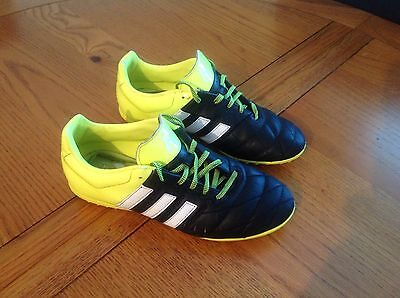 ADIDAS TRAINERS SIZE 4 Astro turf
