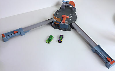 Mattel Hot Wheels Crashers CrossRoads Crash - Launchers, Track & 2 Cars
