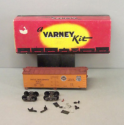 Varney HO Scale Train - 40ft Box Car Kit - Pacific Fruit Express - (Started)
