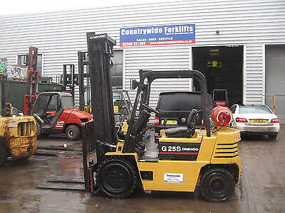 Daewoo 2.5 Tonne Gas Forklift, 4.3 Metre Clear View Mast, Side Shift