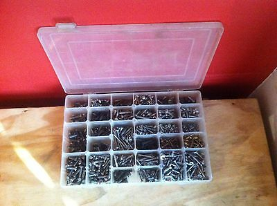 Screw lot in organiser tray, 750 mixed