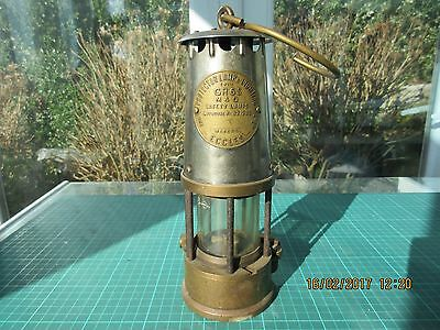 Protector Miners Lamp type GR6S