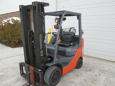 2011 Toyota 8FGCU25. 5000 Lb Capacity LP Gas FORKLIFT. 189 inch Lift. 3 Stage
