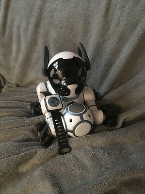 Wow Wee WowWee CHiP Interactive Robot Pet Dog includes: Smart Ball-Band-Bed