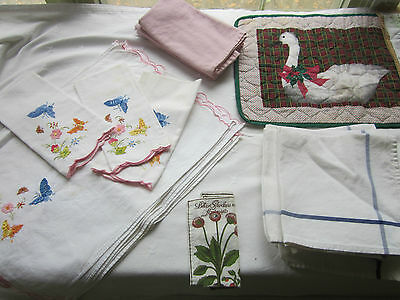 Lot of vintage linens, tablecloth, placemats, nakins, chair pad, tea towels +
