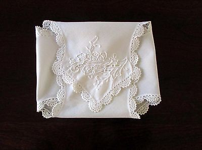 Vintage Hot Roll/Biscuit Cover, Beautifully Embroidered, Crocheted Trim, EUC