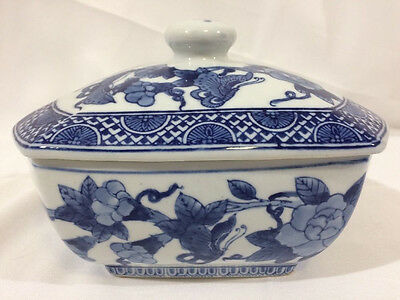 The Bombay Company Blue and White Flowers Oriental-Style Lidded Dish