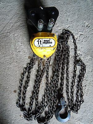 Davy Morris 1 ton chain hoist incorporating adjustable beam trolley