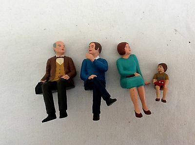 PREISER  G Gauge Figures -  Family of 4  including a small child    (C)