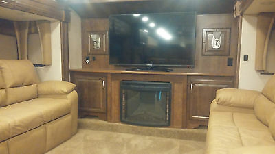 2016 Cardinal Fifth Wheel by Forest River 3825FL
