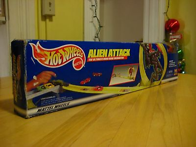 Hot Wheels 22082 Alien Attack 7 Reet Track System Play-set Rapid Fire Launcher