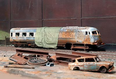 Scrapyard Class Pullman diesel loco heavily rusted & weathered ref 3