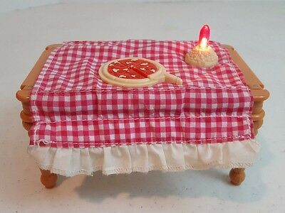 2003 Fisher-Price Loving Family Dollhouse Musical Birthday Pizza Flip Table
