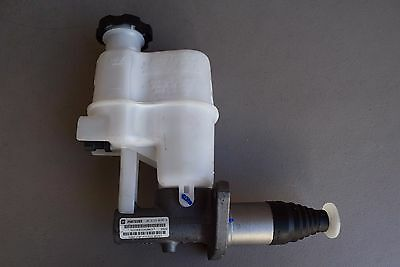 Brand New Genuine Gm Oem Brake Master Cylinder #25872283