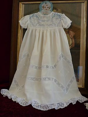 Pretty Vintage Cream Silk Babygown Lace & Embroidery.