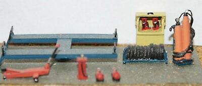 Garage Workshop-Forecourt fittings UNPAINTED Model Kit OO Scale 1:76 F116a