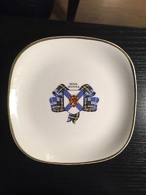 Lord Nelson NOVA SCOTIA Pocket Change Tray White with Gold Trim Made in England