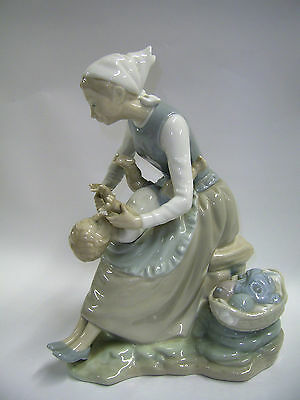 NAO ' MOTHER AND CHILD' VGC  (up) Saint Francis Hospice