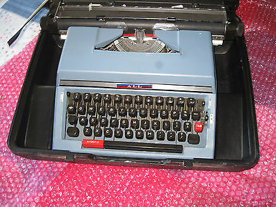 vintage typewriter ALL in hard plastic case AS NEW