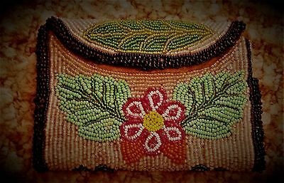 EARLY 1900s NATIVE AMERICAN INDIAN BEADED BAG