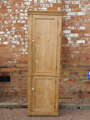 A Good Sized Antique Country Pine 2 Door Cabinet Cupboard