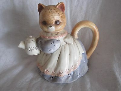 Cat teapot  8 3/4 inches in height (KJ)
