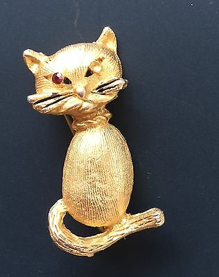 Adorable Vintage Cat Brooch In Gold Tone Metal