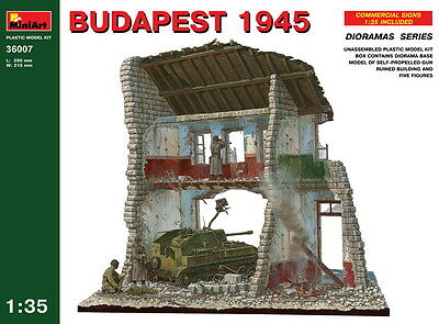 MiniArt Models 1/35 Budapest 1945 (Ruined Building+5 figures+Diorama Base+Gun)