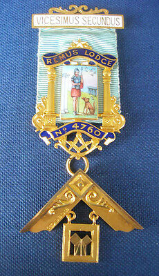 AN 18ct GOLD PAST MASTER'S   MASONIC JEWEL FOR  REMUS LODGE no 4760