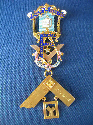 A 9ct GOLD PAST MASTER'S   MASONIC JEWEL FOR  THE FRATERNAL LODGE no 5212