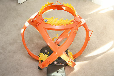 Mattel Hot wheels motorized fireball fast race track with two cars age 8