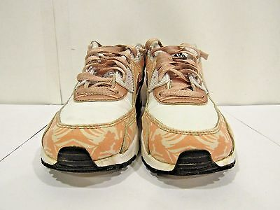 Girls youth size 5y White Pink NIKE AIR MAX ATHLETIC SHOES