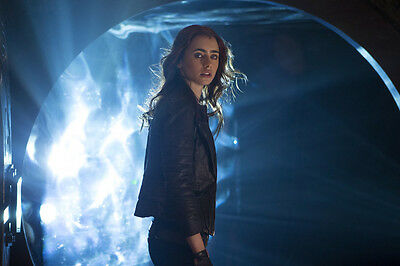 The Mortal Instruments: City Of Bones Lily Collins 11x17 Mini Poster