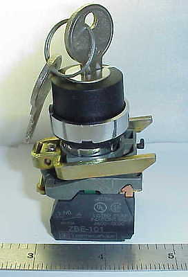 Telemecanique Zb2Bg4 22Mm Key Switch 2 Pos Maint Zbe-101, Zbe-102 Contacts-  New