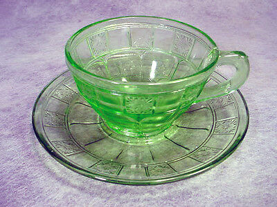 GREEN Depression Glass CUP & SAUCER Jeannette DORIC Elegant VINTAGE Set LOT