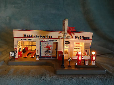 Danbury Mint- Lighted Mobil Service Station With Clock & Paperwork 1/43rd Scale