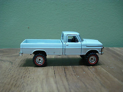 1/64 CUSTOM '67 FORD F100 4X4 TRUCK Farm Toy Ertl DCP #1