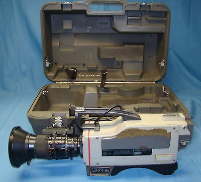Sony 3CCD Color Video Camera Model DXC-3000 With Carrying/Storage Case