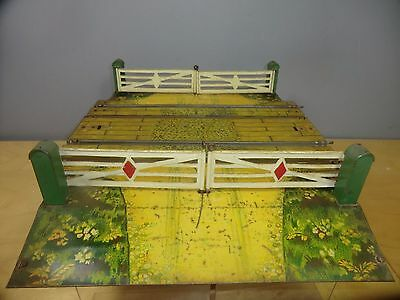 "VINTAGE HORNBY ""O"" MODEL  No.2  DOUBLE TRACK LEVEL CROSSING"