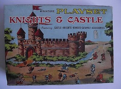Louis Marx - Miniature Knights & Castle Playset - Vintage Plastic Toy Soldiers