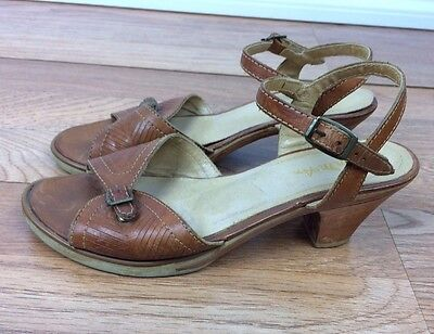 Vintage 70s Thom McAnn Sandals Pumps Open Toe Brown Leather Size 5 Wooden Heels