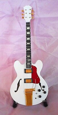 Red Hot Chilli Peppers Miniature Tribute Guitar (UK SELLER)