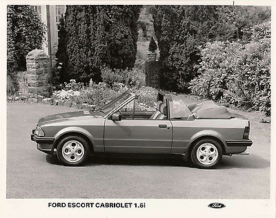 FORD ESCORT CABRIOLET 1.6i, PERIOD PHOTOGRAPH.