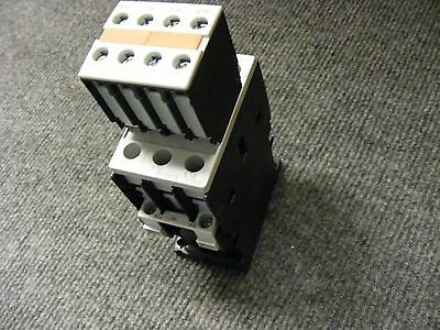 Siemens Contactor W/Aux Contactor # 3ZX1012-ORT02-1AA1 35Amp 600V & 10A 240V Aux