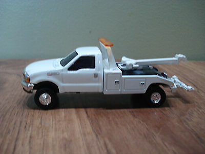1/64 CUSTOM CUSTOM FORD TOW TRUCK Farm Toy Ertl DCP #3